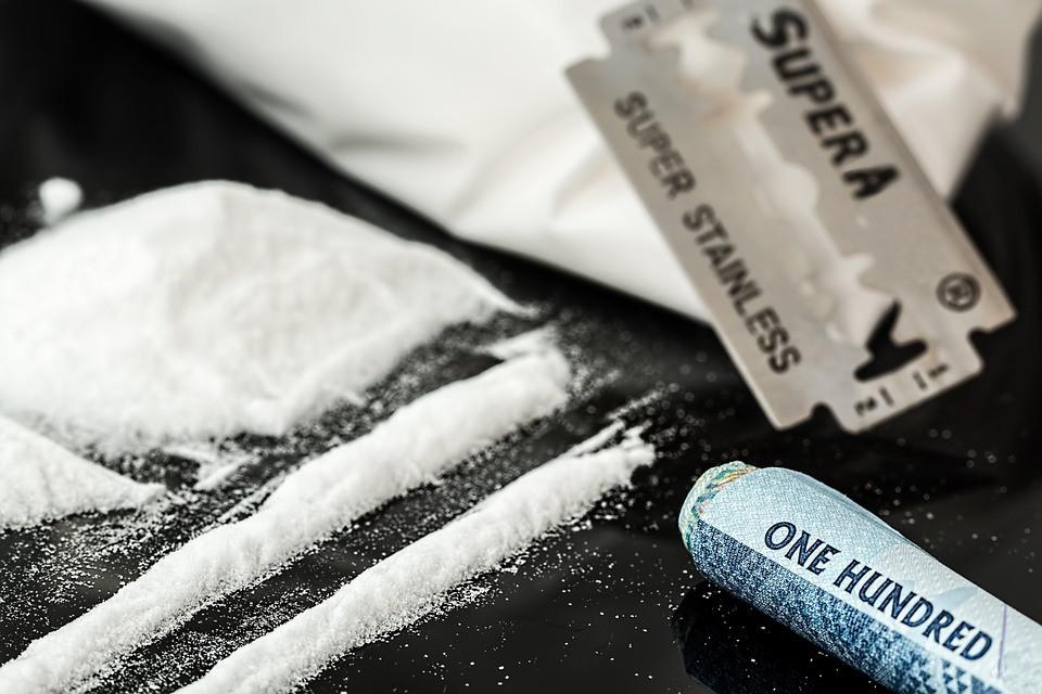 Rayas de cocaína: componentes, efectos y peligros