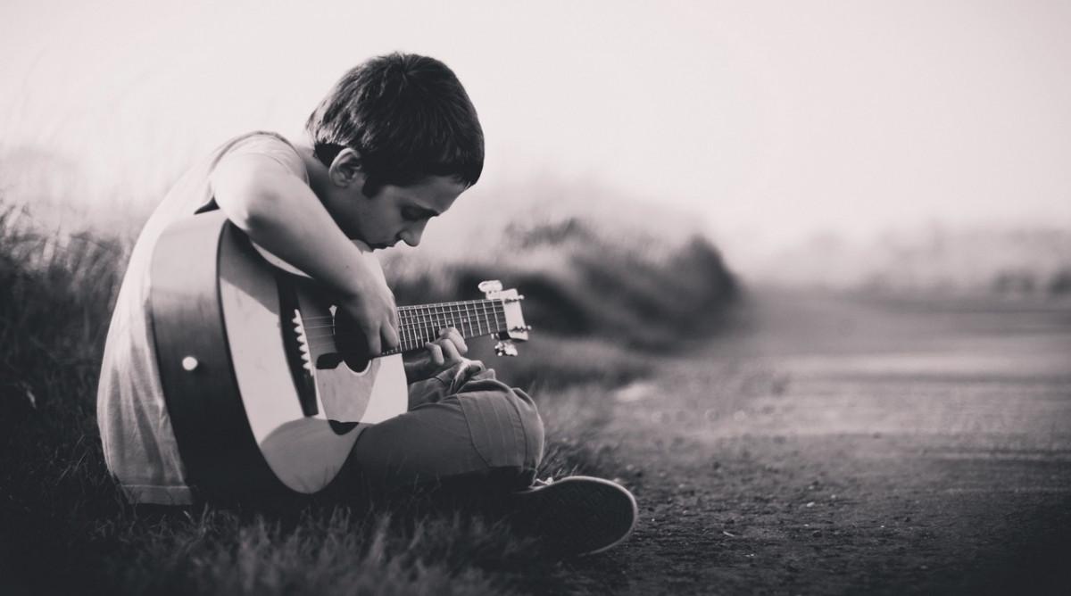 Si quieres hijos inteligentes, menos tecnología y más música