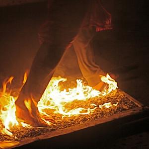 Firewalking: beneficios psicológicos de caminar sobre las brasas (la nueva moda del Coaching)