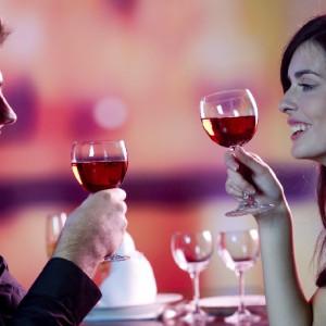 Beber alcohol en pareja ayuda a permanecer juntos durante más tiempo, según estudio