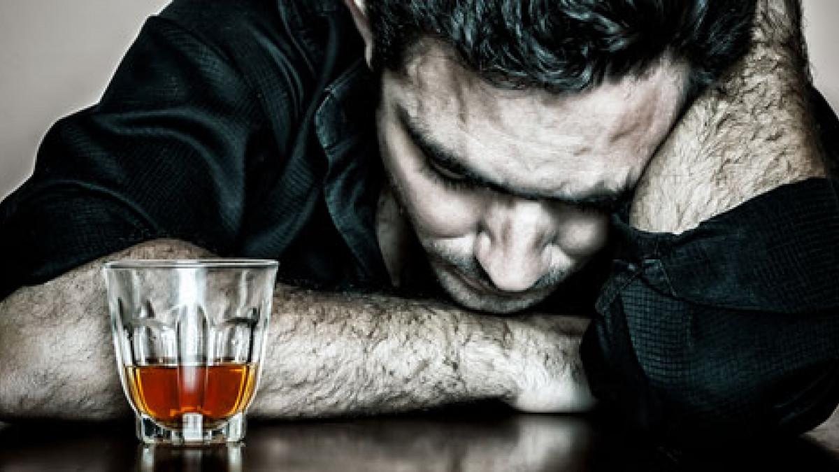 La ayuda al delirium tremens en las condiciones de casa