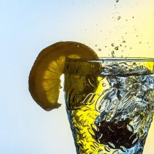 8 beneficios de beber agua con limón por la mañana