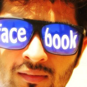 """Las """"parejas felices"""" en Facebook ocultan problemas de baja autoestima"""