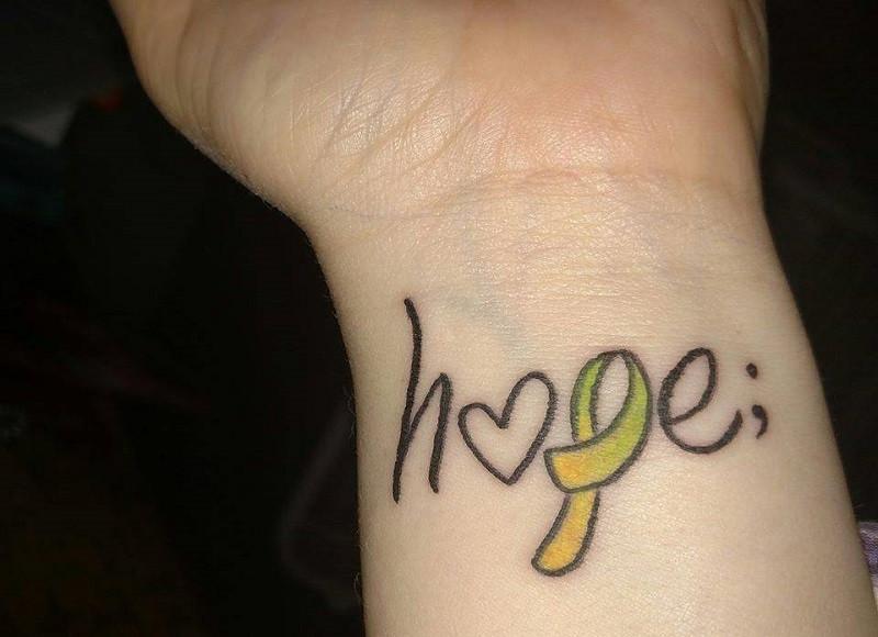 ¿Qué significa el punto y coma que tantas personas llevan tatuado?