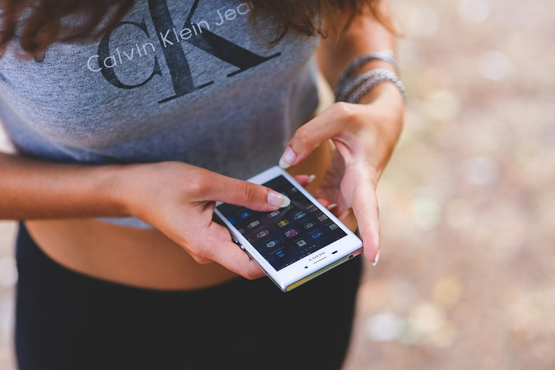 Sexting: la arriesgada práctica de enviarse fotos picantes a través del teléfono móvil