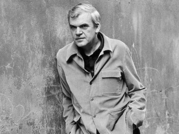 80 frases de Milan Kundera (y su significado)