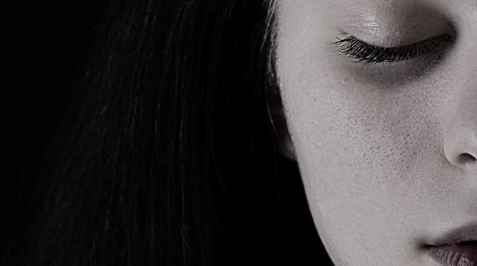 Depresión atípica: síntomas, causas y tratamientos