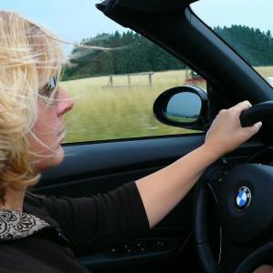 Las mujeres son mejores al volante, según estudio