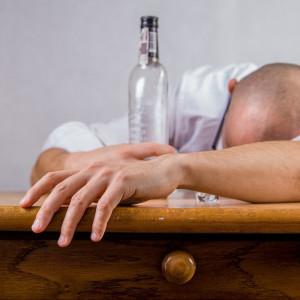 La causa del comportamiento temerario e impulsivo por el consumo de alcohol se encuentra en la mutación de un gen