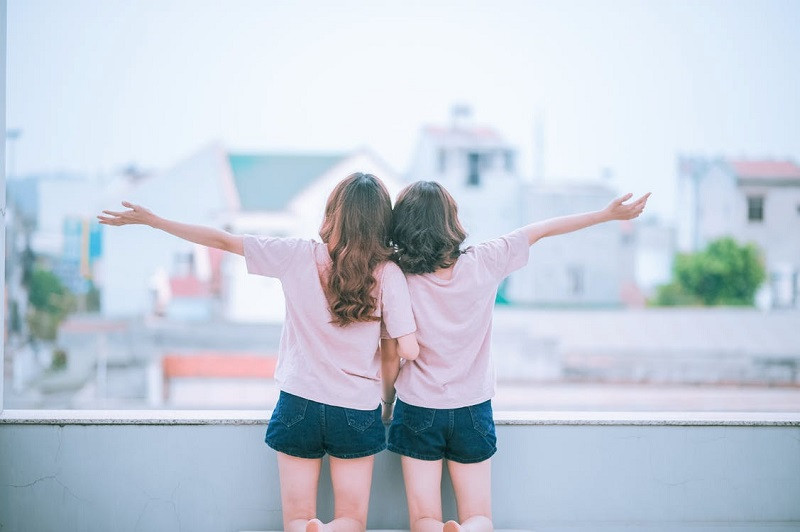 Han pasado muchas personas por mi vida que han dicho llamarse mis  verdaderos amigos; sin embargo, han desaparecido cuando más las he  necesitado.