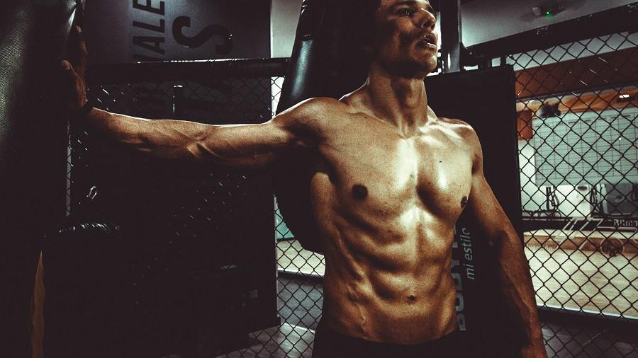 Los 12 beneficios de entrenar con pesas