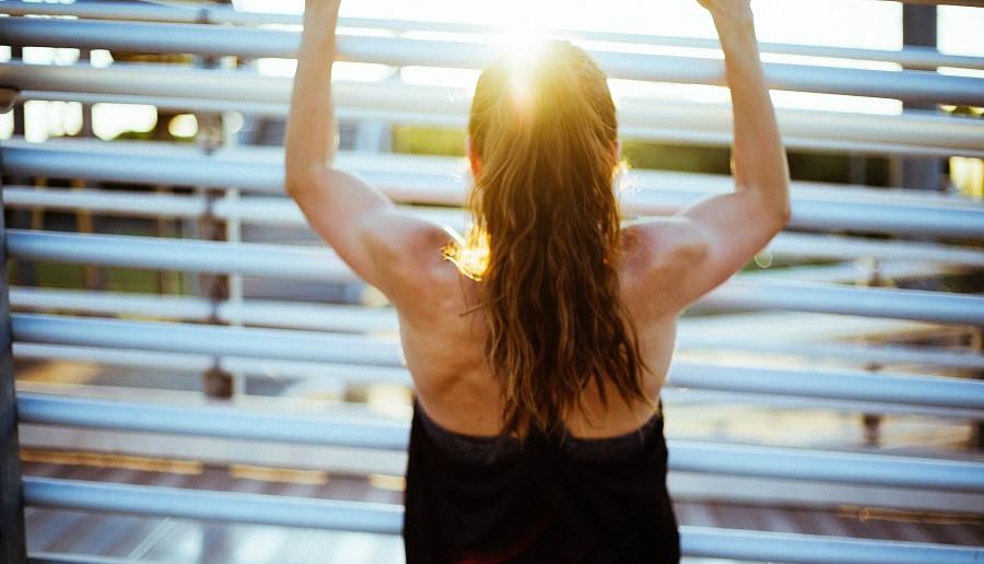 Cómo mejorar la postura de la espalda, con 4 ejercicios sencillos